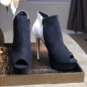 Shoe dazzle pick-a-boo booties